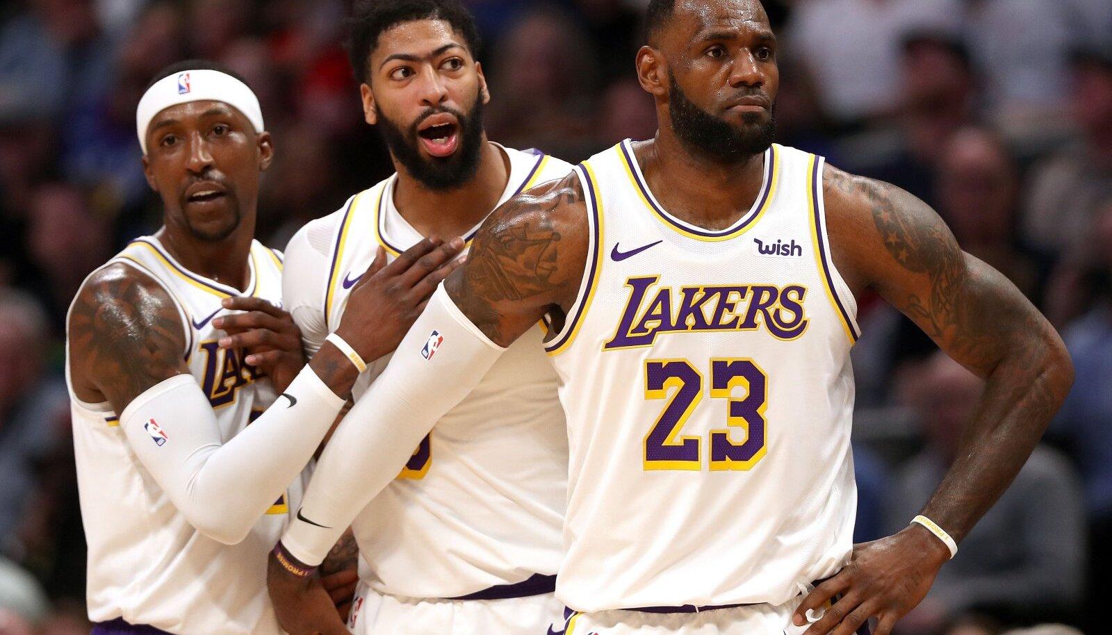 Lakersi mängumehed Kentavious Caldwell-Pope, Anthony Davis ja LeBron James