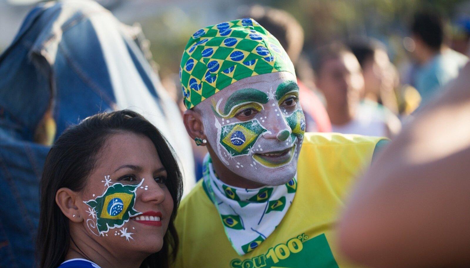 Jalgpallifännid Sao Paulos MMi vaatamas