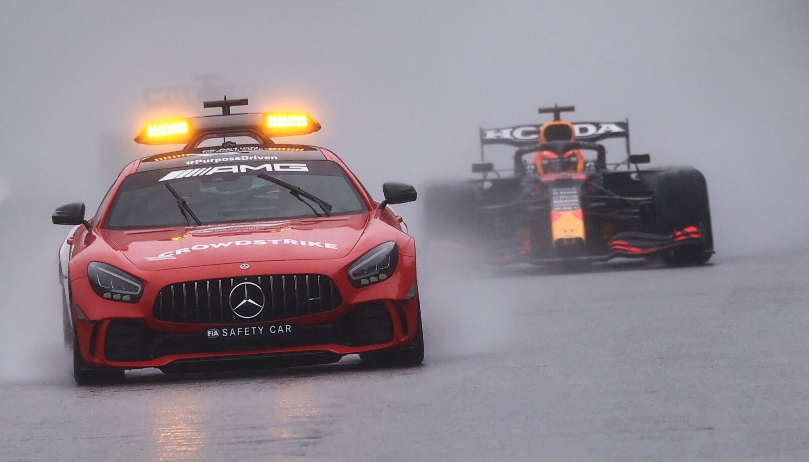 Turvaauto ja Max Verstappen