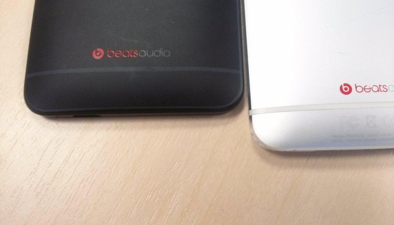 HTC One mini ja HTC One (paremal)