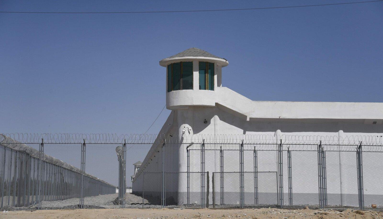 Ümberkasvatuslaager Xinjiangis
