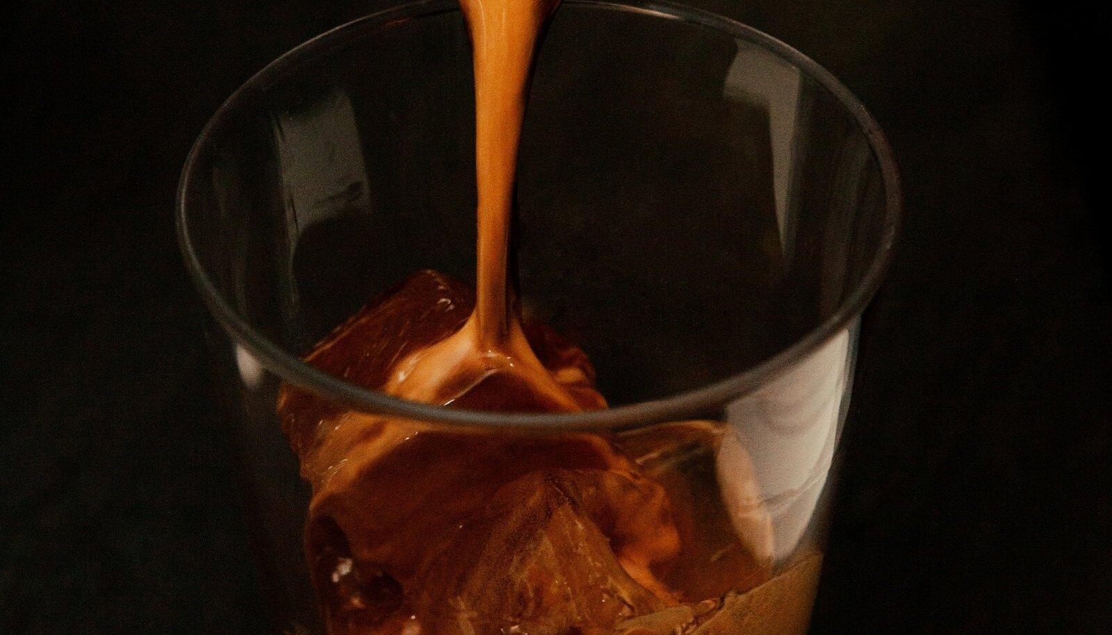 Külmpruul tähendab ka seda, et kohvi saab juua kui jahutavat suvekokteili.