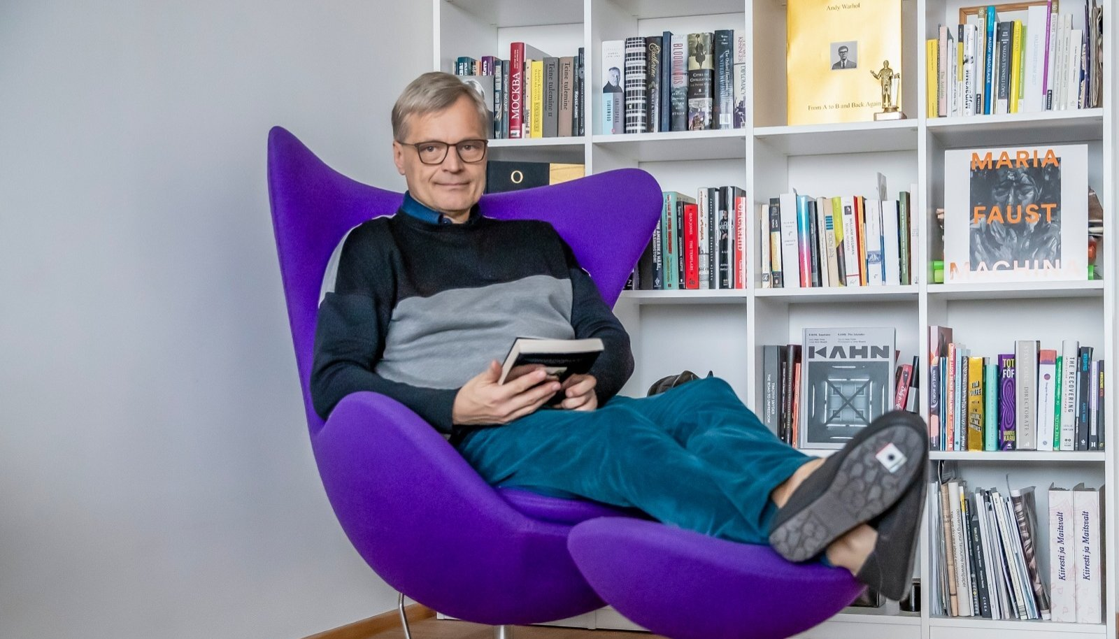 """Neeme Raud naudib iga hetke raamatute seltsis pärast teleajakirjaniku rutakat elu. """"Pole ju oluline, kui palju lugeda. Oluline on iga päev midagi uut teada saada."""""""