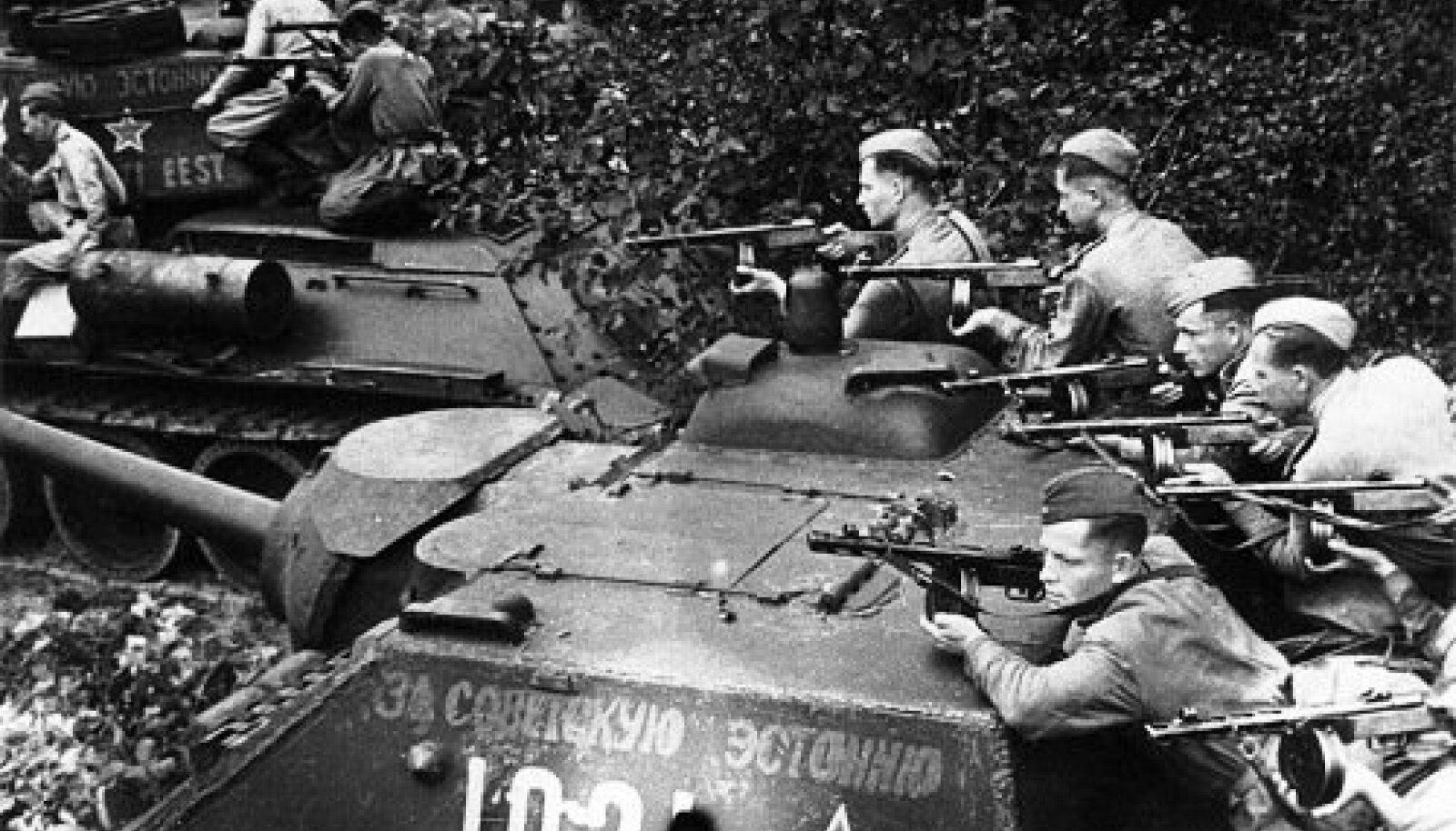 Танковый десант Эстонского стрелкового корпуса.