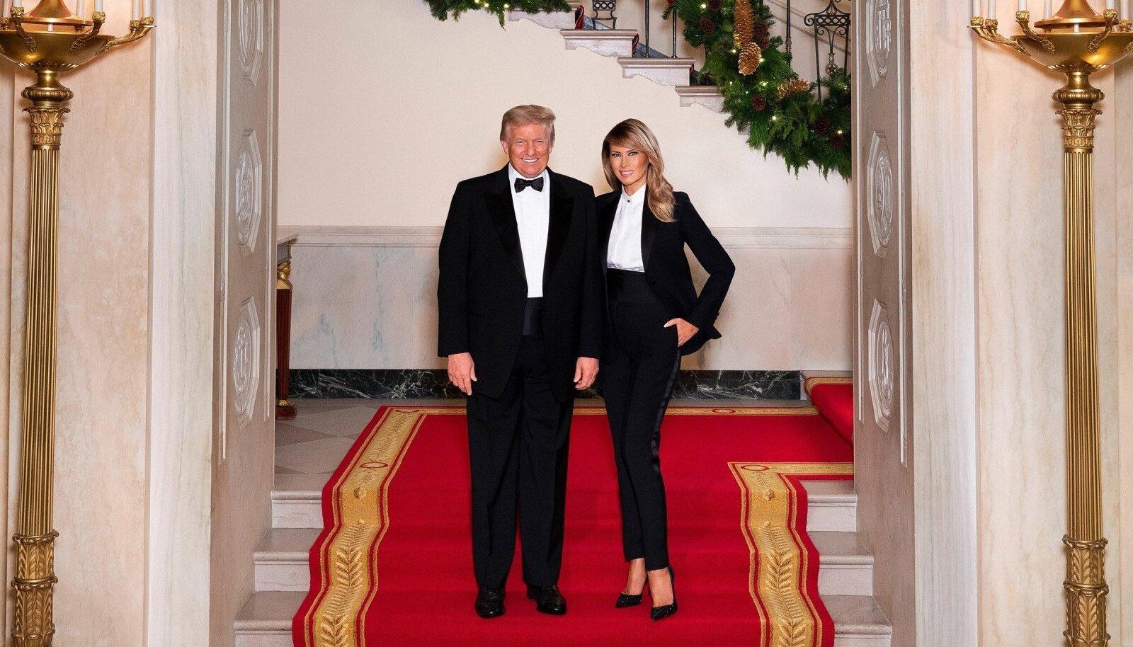 VIIMASED JÕULUD: President Donald Trumpi ja esimese leedi Melania Trumpi ametlik jõulufoto.