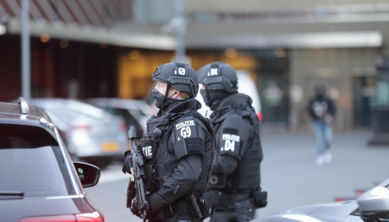 De Vries viidi haiglasse, mida turvab politsei eriüksus