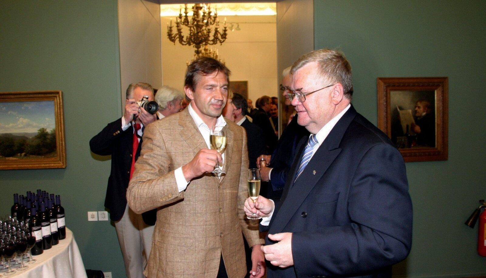 VANAD SÕBRAD: Urmas Sõõrumaa ja Edgar Savisaar aastal 2005 Savisaare 55. juubelil.