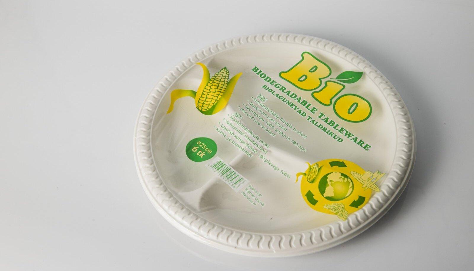 Rohepesu? Biolagunevad taldrikud, mille komposteerumise tingimuste või standardile vastavuse kohta pole pakendil sõnagi.