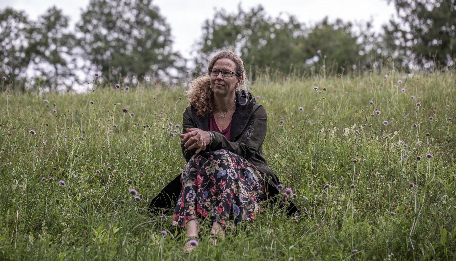 Tartu Ülikooli ökoloog, bioloogiaprofessor Aveliina Helm ütleb, et elurikkust ehk kogu looduse mitmekesisust meie ümber ei saa hoida vaid looduskaitsealade abiga.