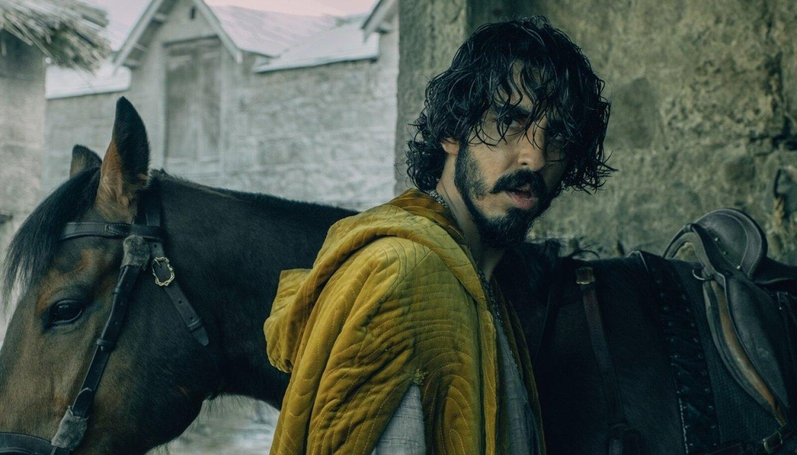 PEATEGELANE: Legendaarse kuningas Arthuri põikpäine ja pea ees ohtudesse tormav vennapoeg rüütel Gawain (Dev Patel).