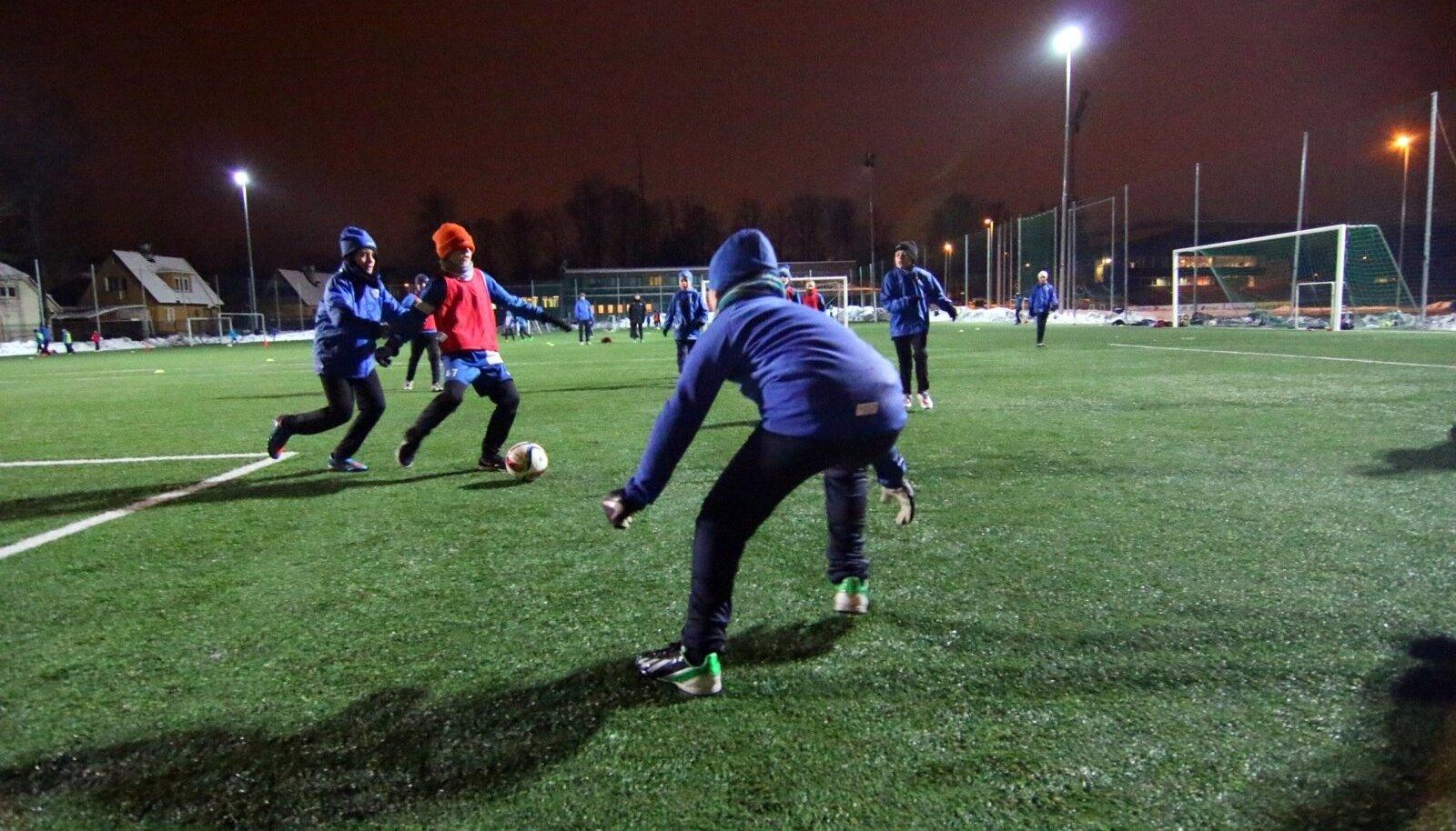 Tammeka jalgpallikool püüab treeningutel tekitada olukorra, kus laps elab hetkes ja keskendub käsilolevale mängule, mitte päeva lõpus ootavale karikale.