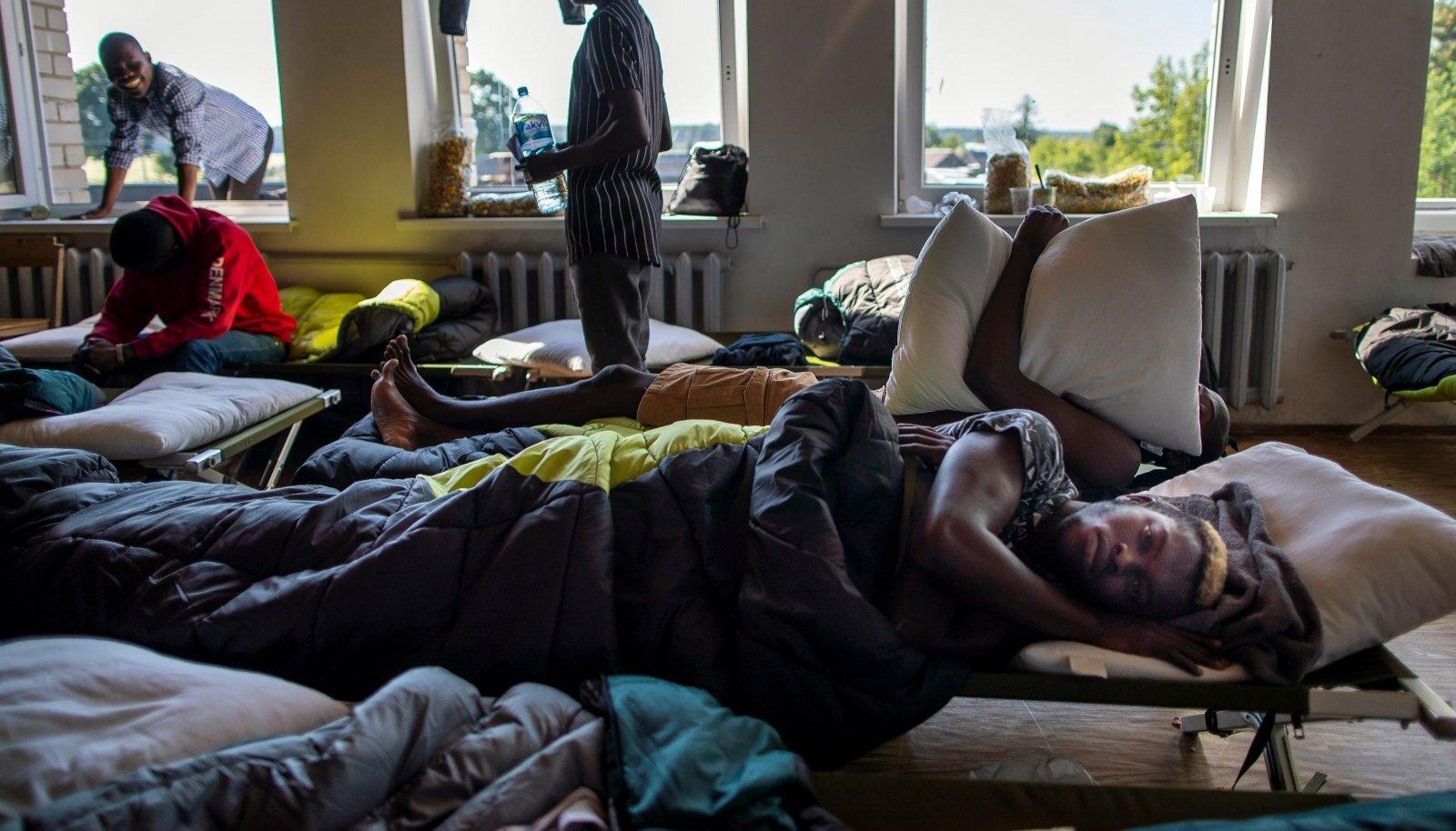 Esiplaanil migrant Kamerunist Leedus Vydeniai põgenikelaagris