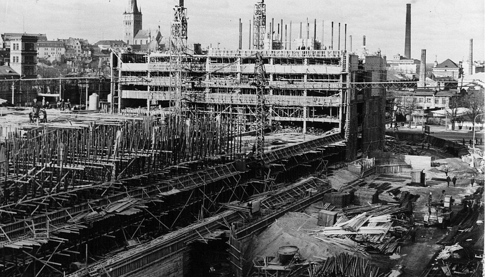 Nii ehitati meie esimest pilvelõhkujat.  Soomlaste tollast ehitustehnoloogiat ja töökultuuri imetleti kogu Nõukogude Liidus.