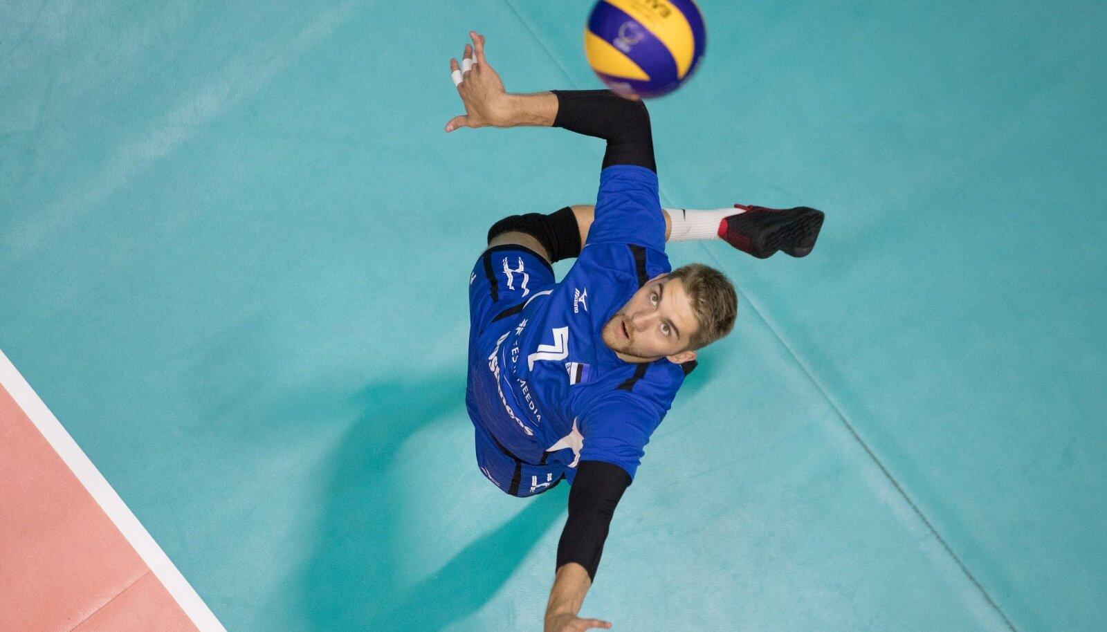 Viimati 2014. aastal Eestis mänginud ja Tartu meistriks aidanud Renee Teppan lõi käed Tallinna Selveriga.