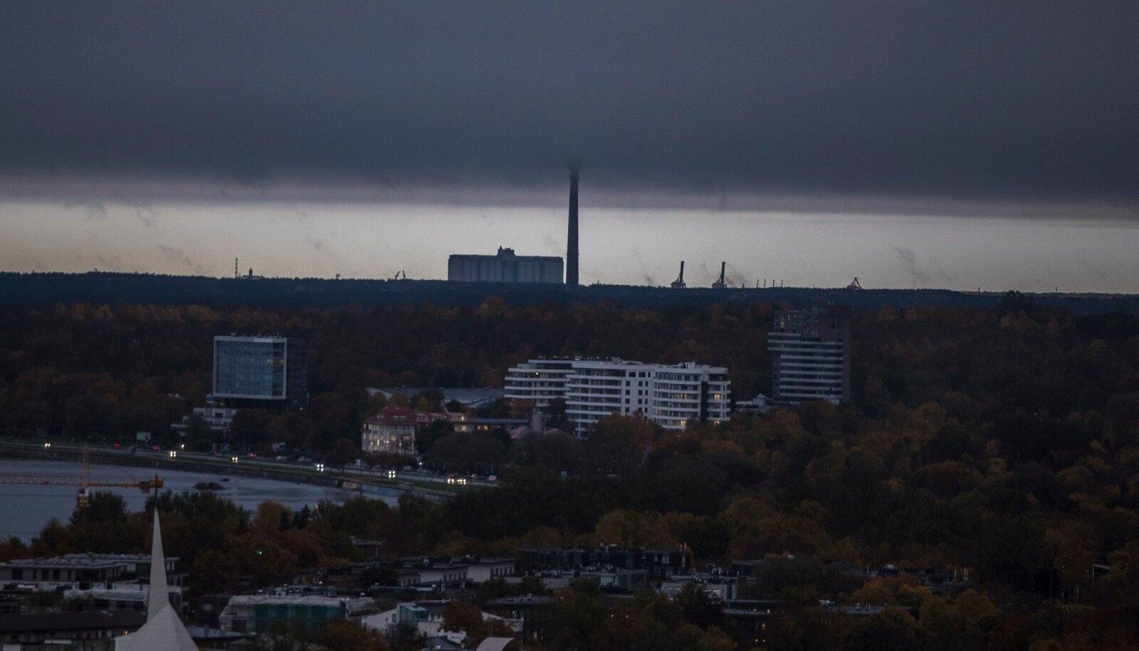 Eile keskpäeval varjutas Eesti pimedus