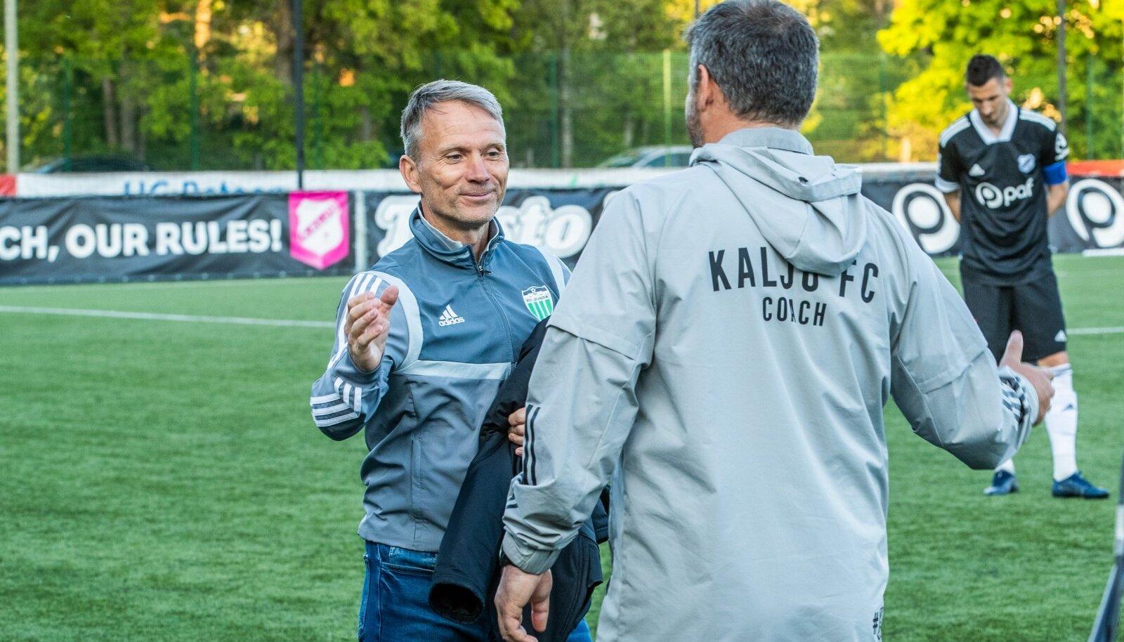 Martin Reim (vasakul) pidi Levadia treenerina Marko Kristalit võidu puhul õnnitlema.