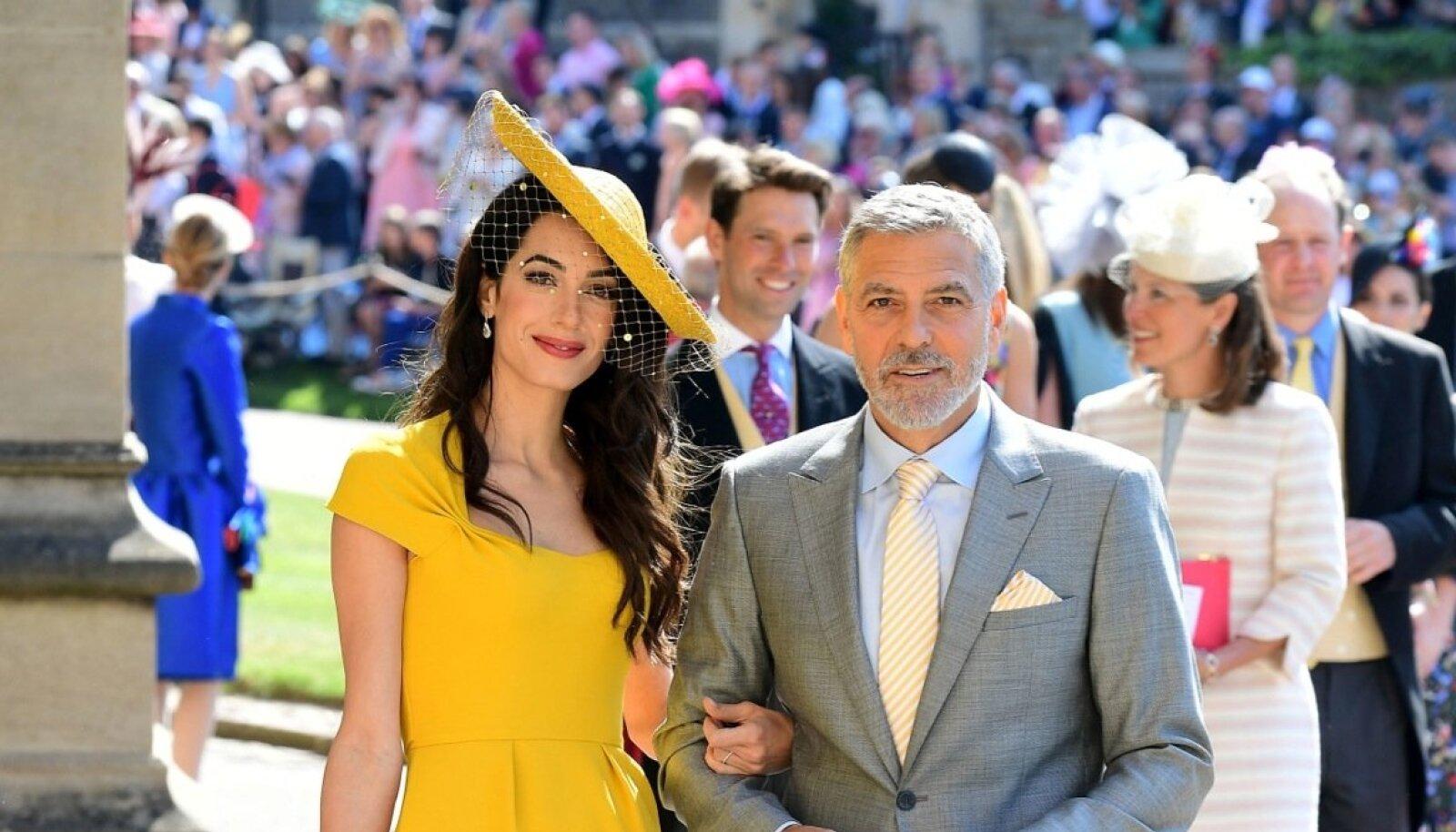 Amal ja George Clooney saabuvad Meghani ja prints Harry pulma. Alla põlve ulatuv kollane kleit on ideaalne valik ka selleks kevadeks ja suveks.