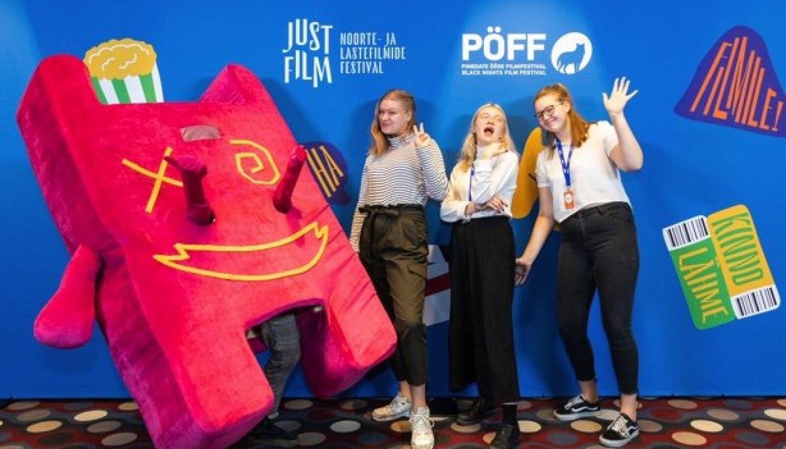 Just Film 2020 noortežürii liikmed Just Filmi lõpetamisel.