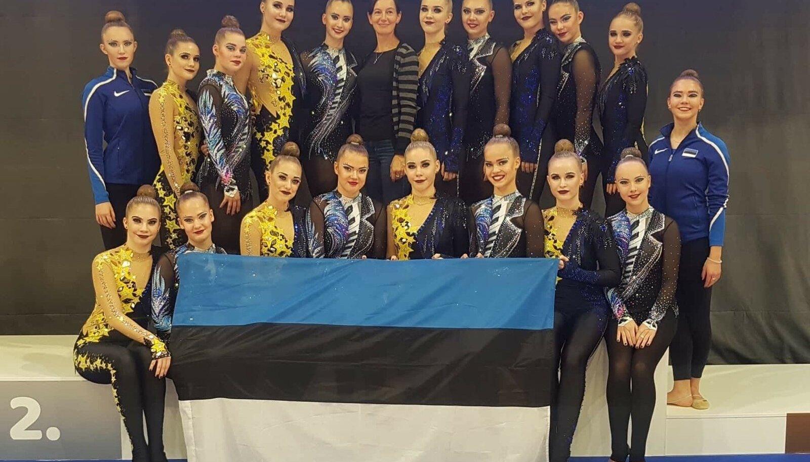 VK Rütmika Elite Team ja VK Janika Grisete tähistavad Budapestis pika hooaja lõppu.