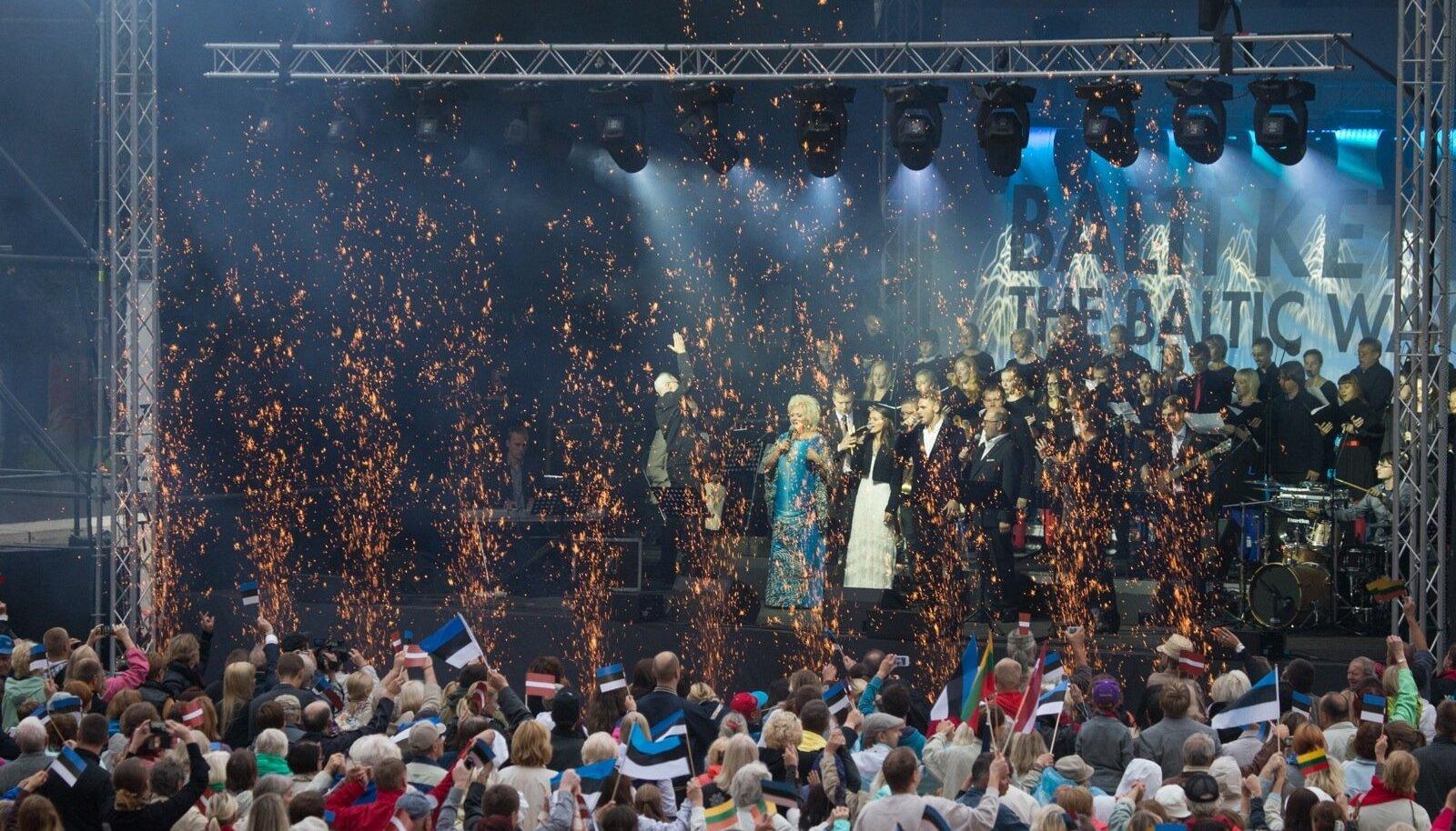 """23. augustil 2014, Balti keti 25. aastapäeval, toimus Tallinnas Vabaduse platsil mälestuskontsert """"Ärgake, Baltimaad!""""."""
