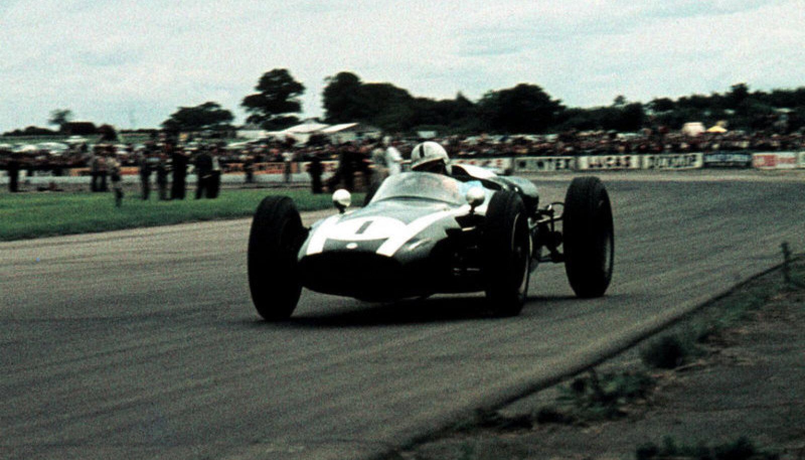Jack Brabham võitjana Silverstone'i rajal.