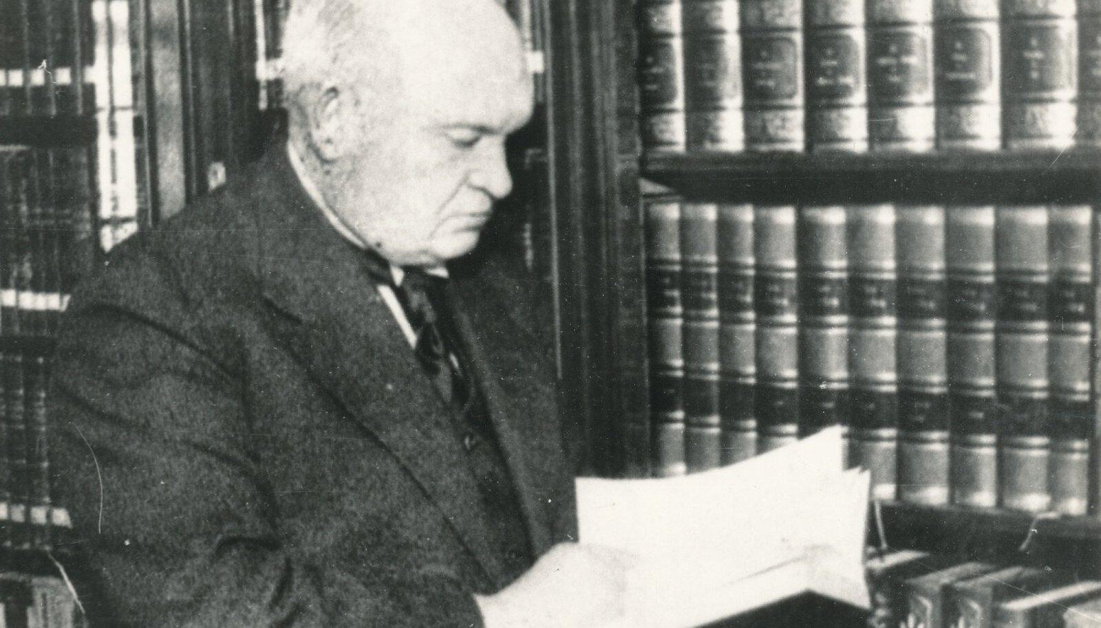 Konstantin Pätsi käitumist aastatel 1939–1940 juhtis soov eesti rahvast tapatalgutest säästa, ütleb temast raamatu kirjutanud endine KGB tippjuht Vladimir Pool.