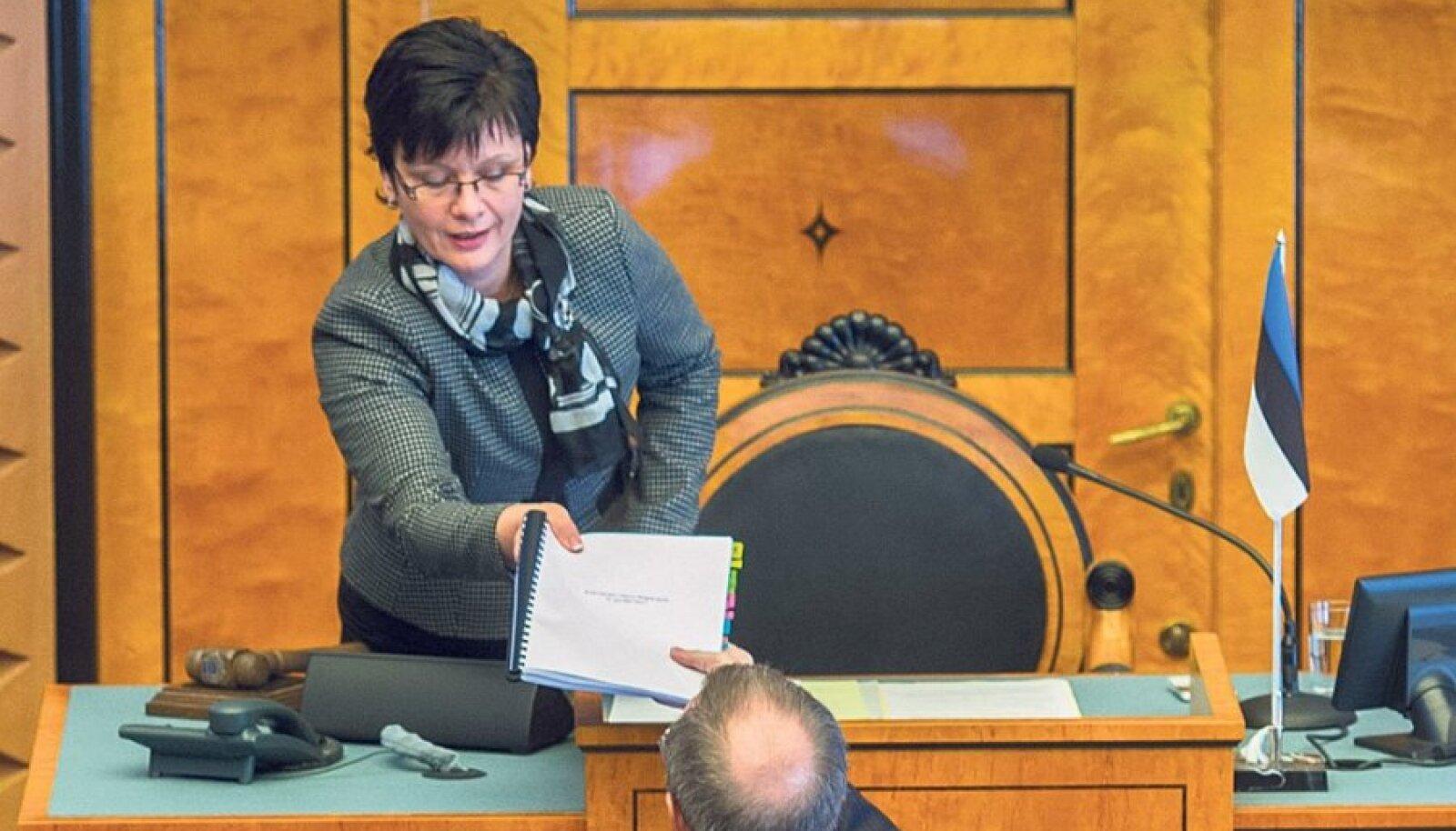 9. aprillil andis president Toomas Hendrik Ilves Rahvakogu sisukaimad ettepanekud üle Riigikogu aseesimehele Laine Randjärvele.