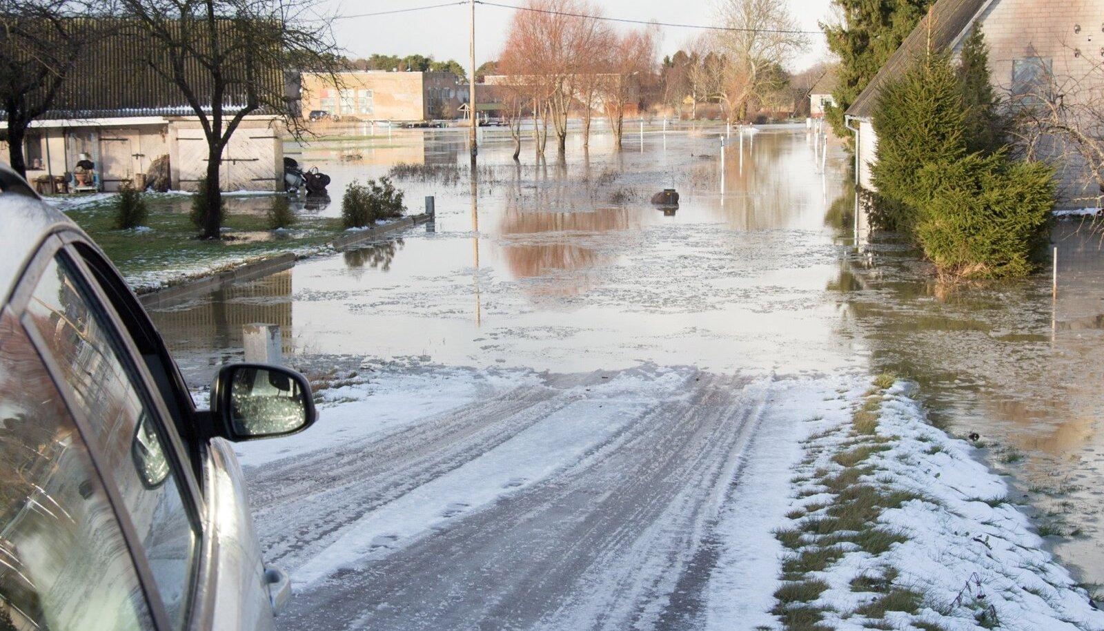 2015. aasta jaanuaris tõusis meretase Saaremaal rohkem kui meetri ja meri tungis majadeni.
