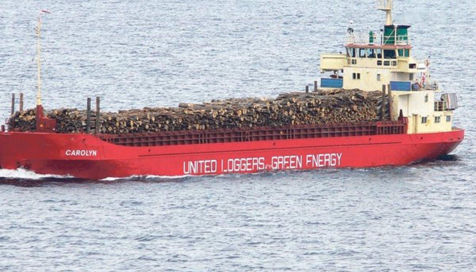 Peeter Volke ja üks United Loggersi kaubalaevadest, mis on läbi sõitnud palju Euroopa sadamaid. Foto: United loggers