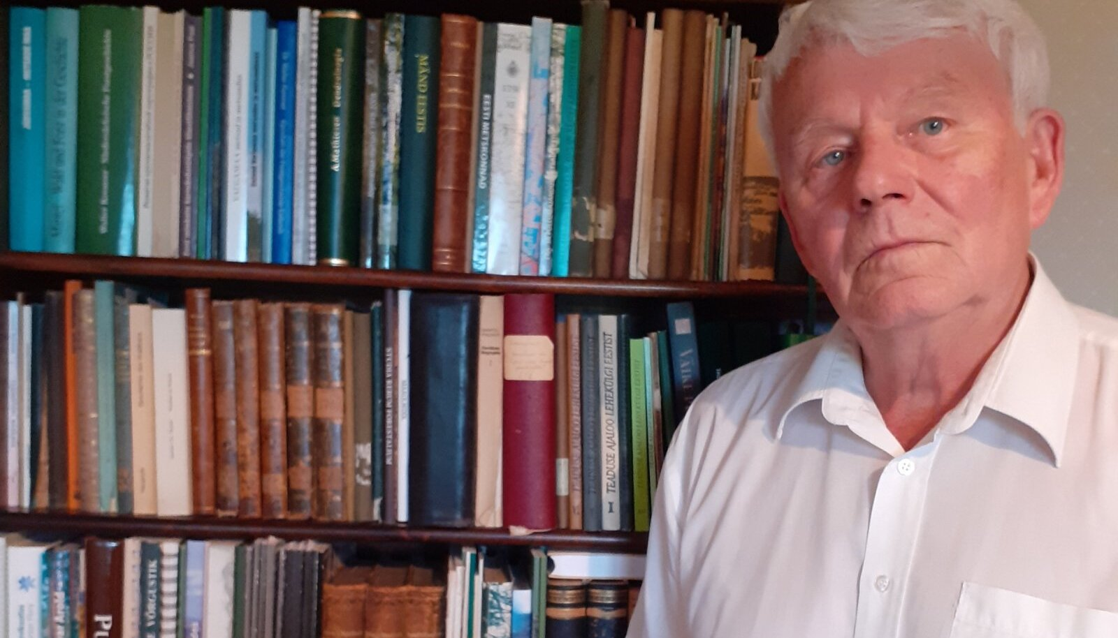 """Raamatu """"Tihemetsa metskond läbi sajandi"""" koostaja Toivo Meikar."""