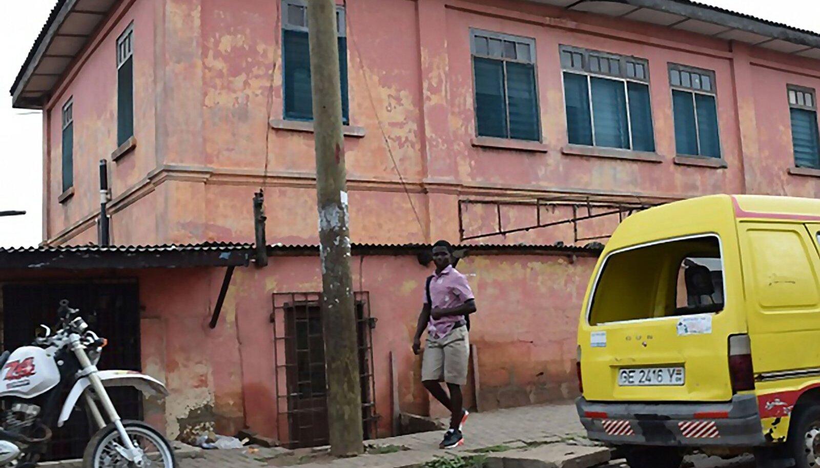 Ghanalased uskusid tõesti, et sellises urkas võib tegutseda USA saatkond.