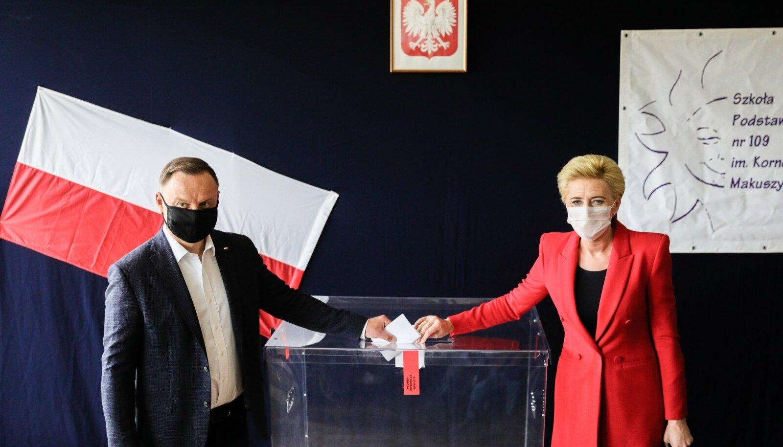 Poola president Andrzej Duda abikaasa Agata Kornhauser-Dudaga valimistel.