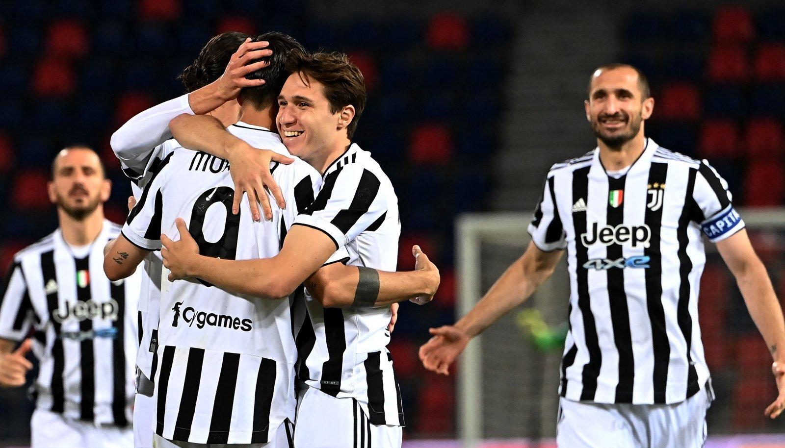 Torino Juventuse mängjiad väravat tähistamas.