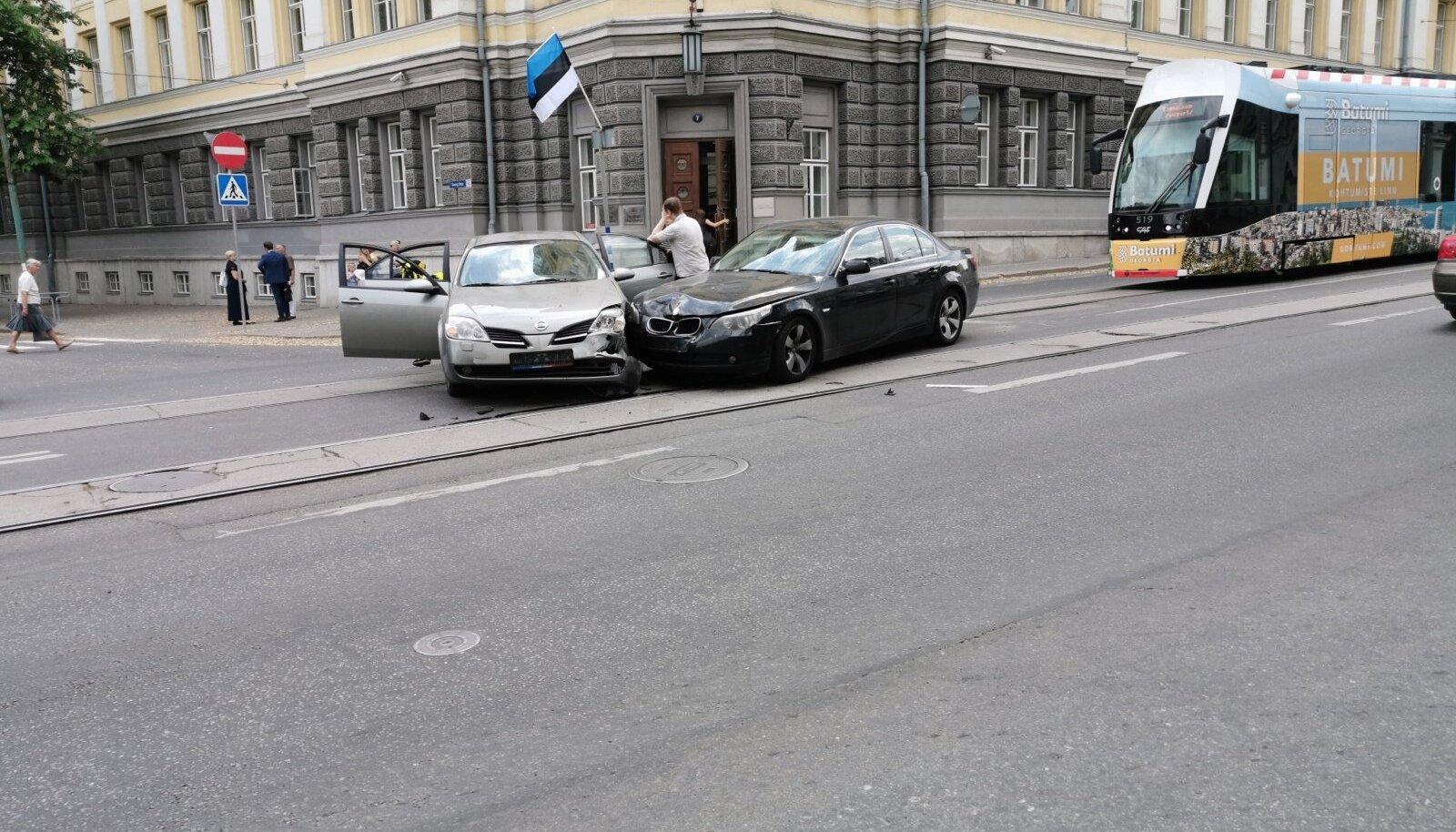 Illustratiivsel eesmärgil: liiklusõnnetus Tallinna kesklinnas Pärnu maantee ja Georg Otsa ristmikul