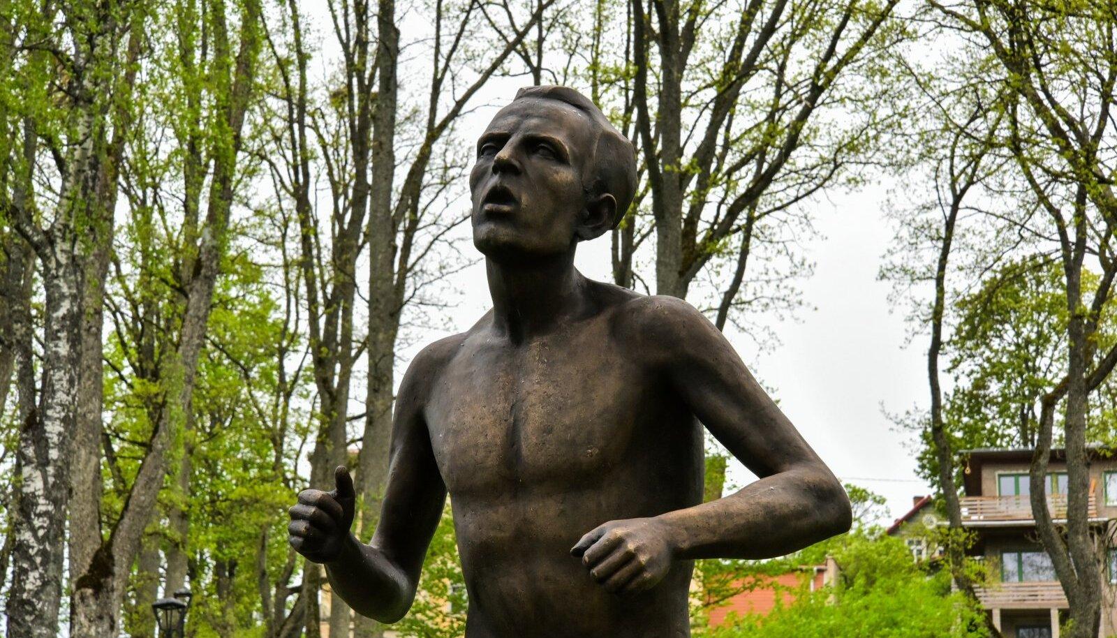 Hubert Pärnakivi kuju