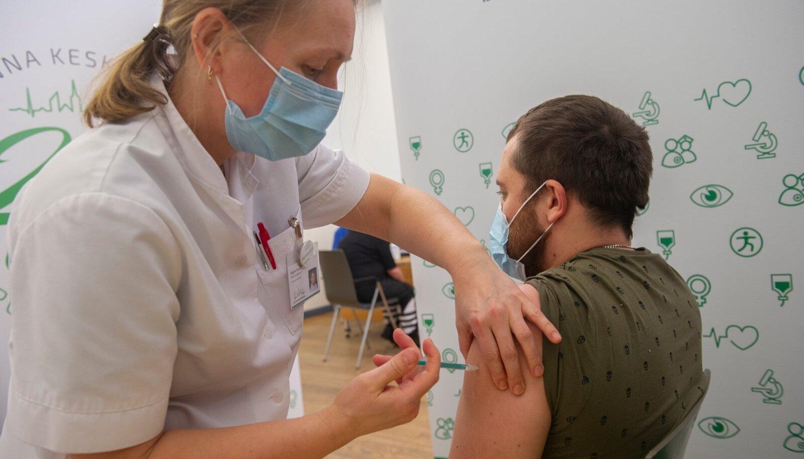 Lähinädalatel peaks paljudel neist, kel on õigus koroonavaktsiini saada, avanema võimalus süstimisele digitaalselt registreeruda.