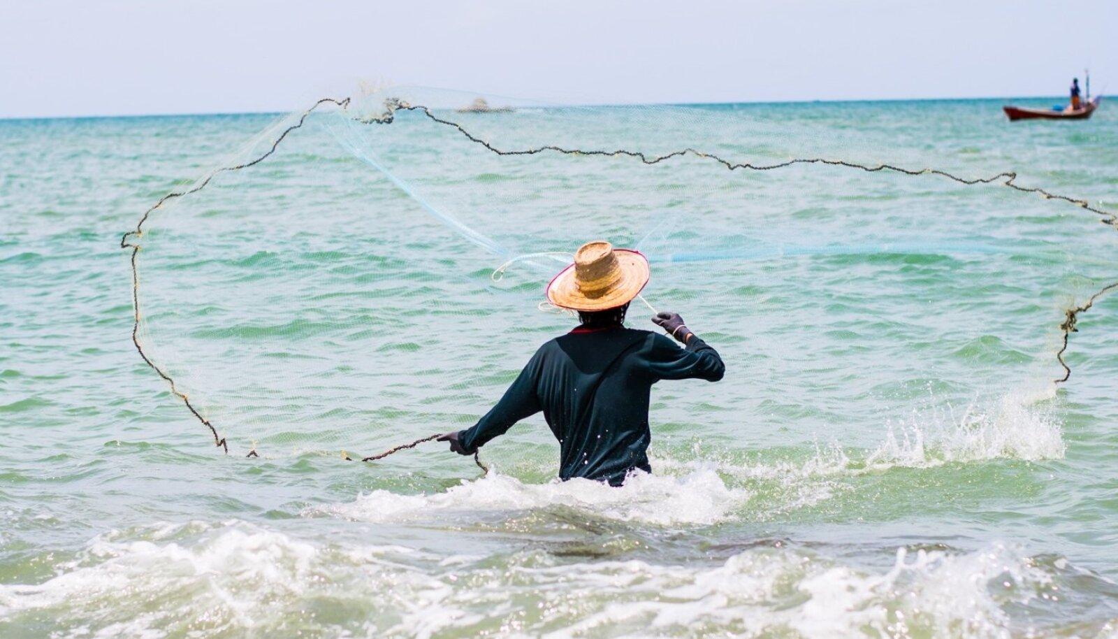 Elu Mauritiusel on lihtne. Mehed kalastavad (viis hommikutundi merel ja pere on toidetud), naised töötavad tekstiilitehastes ning lapsed jooksevad karjakaupa tänavatel valgete turistide autode sabas.