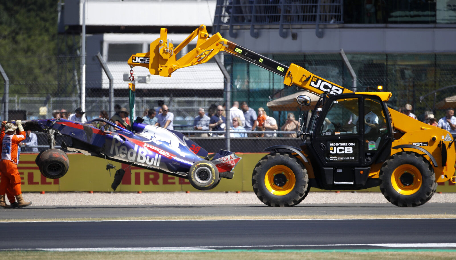 Brendon Hartley vormel pärast avariid Silverstone`is