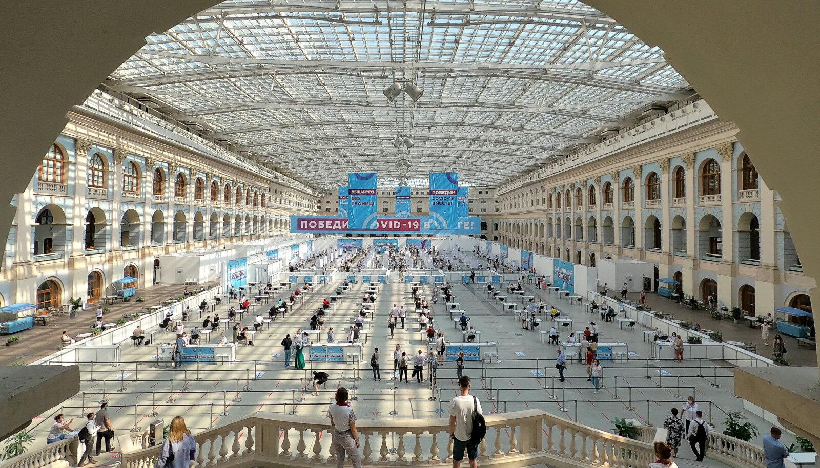 Euroopa üks suurimaid vaktsineerimiskeskuseid Moskvas Gostinnõi Dvori paviljonis.