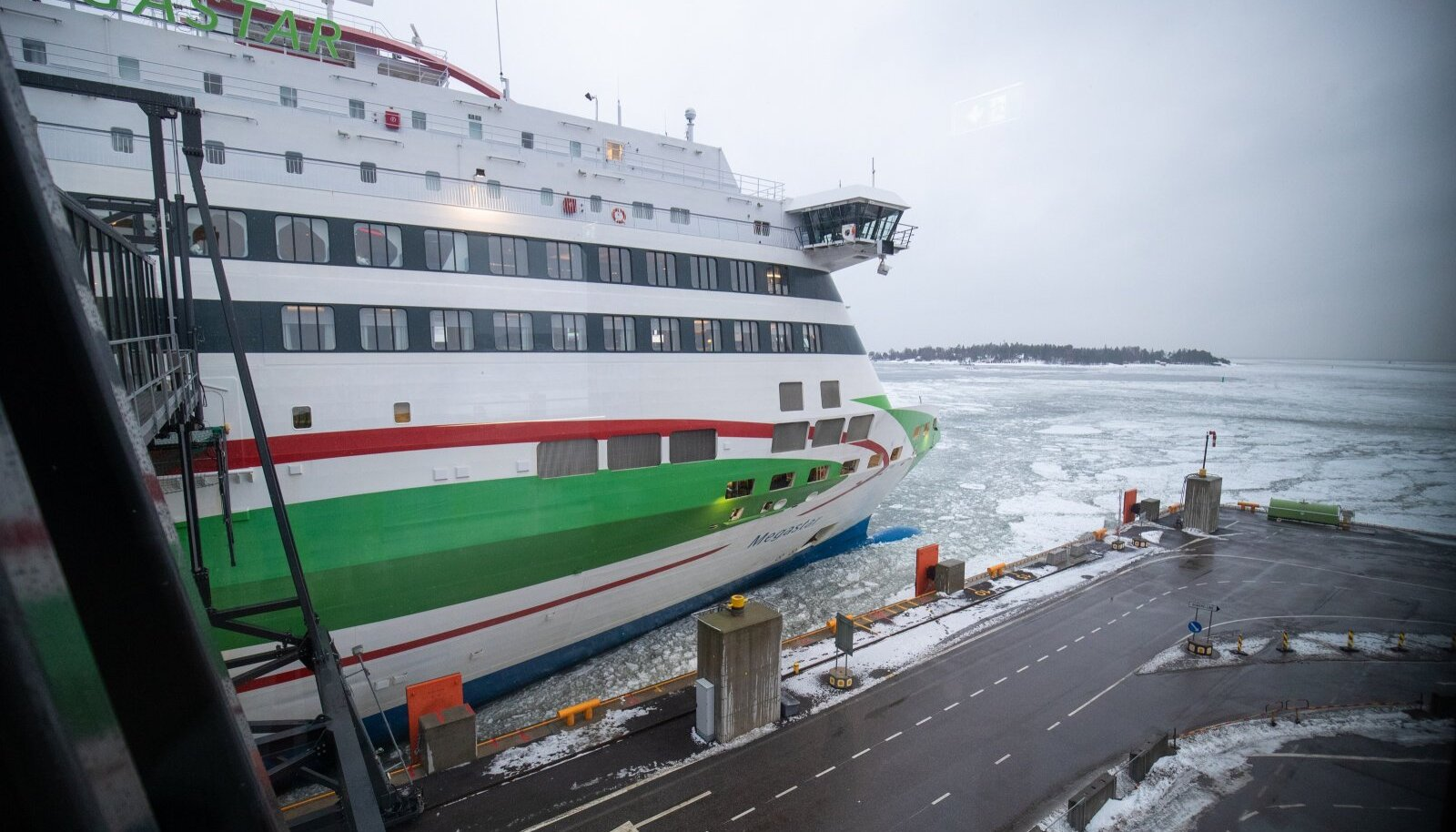 Tallink palub riiki sisenemise õigust kontrollida kõigil reisijatel enne pileti ostmist.