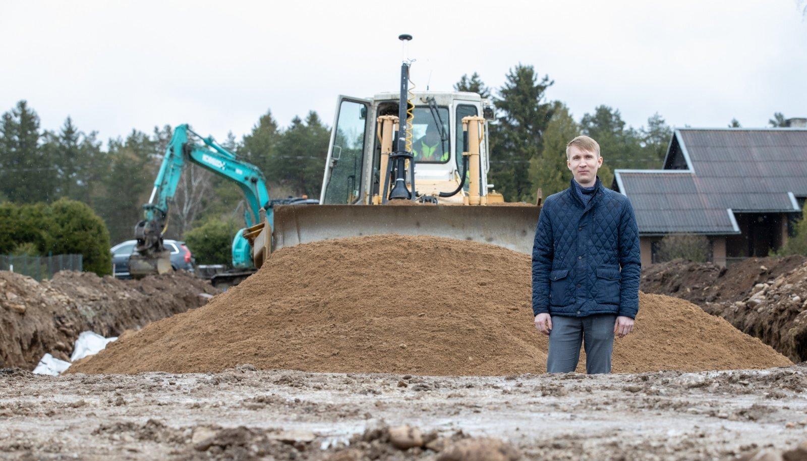 Haljala vallavanem Ivar Lilleberg ütleb, et isegi kaugemalt pärit inimesed ehitaksid endale hea meelega maja, kui nad ei pea teede ja torude pärast muretsema.