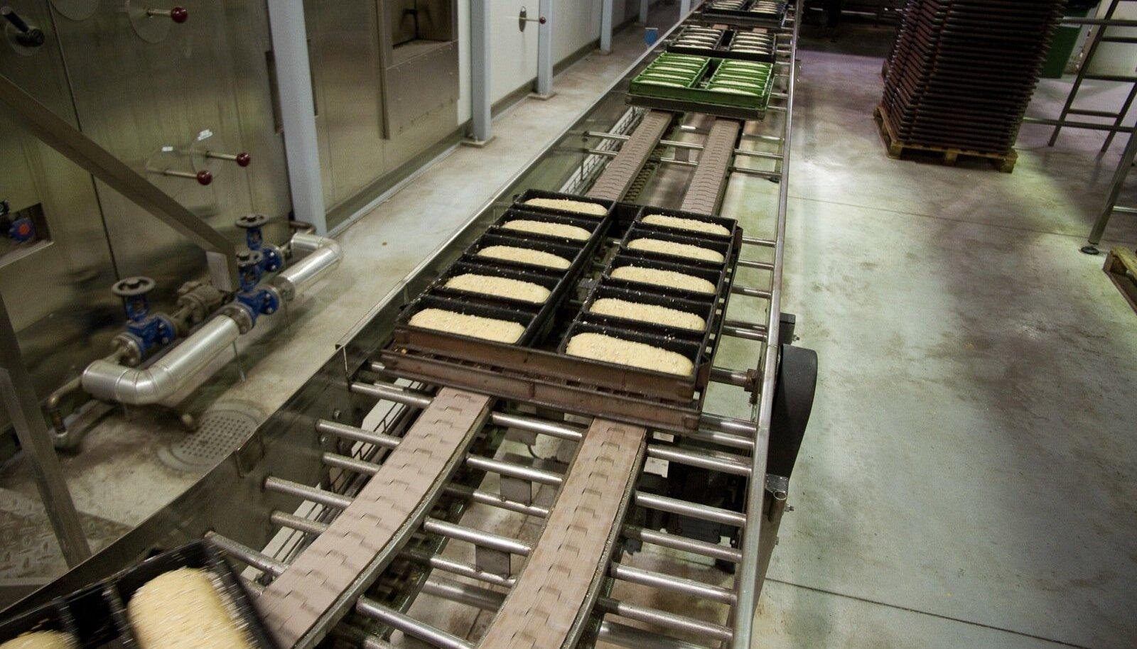 Leibur paneb Tartus tehase kinni.