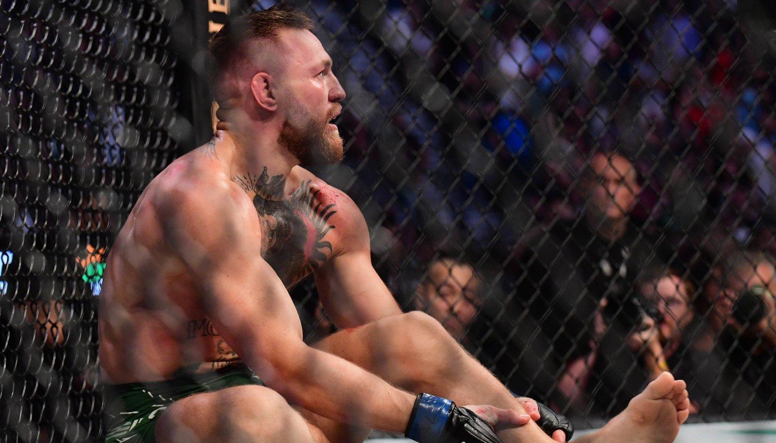 Conor McGregori jaoks lõppes matš jalaluumurruga.