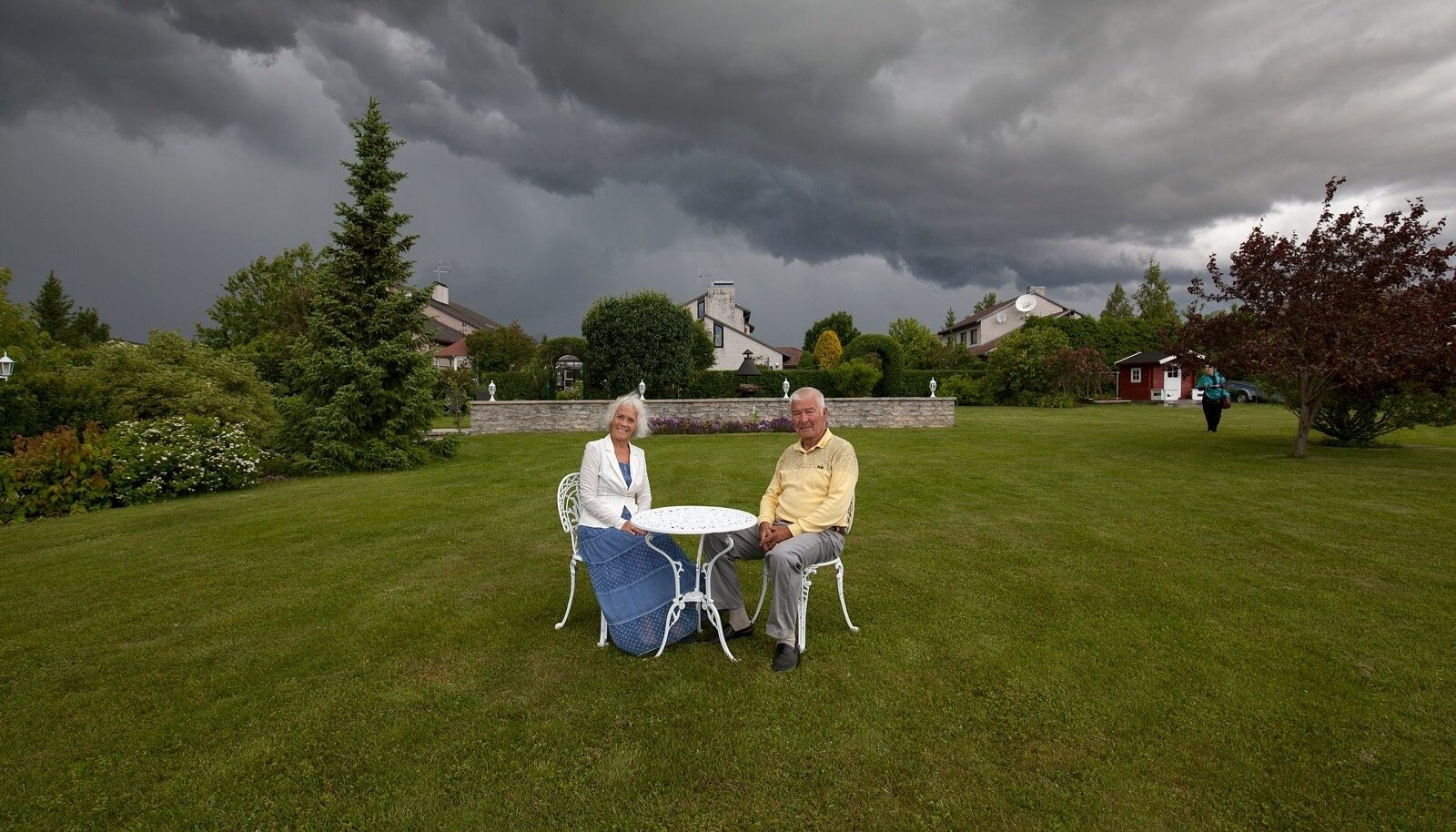 """""""Ei saa ainult tööd rühmata, vahepeal peab ka oma aia ilusaid vaateid nautima,"""" leiavad Mai ja Peeter Dobrjanski."""