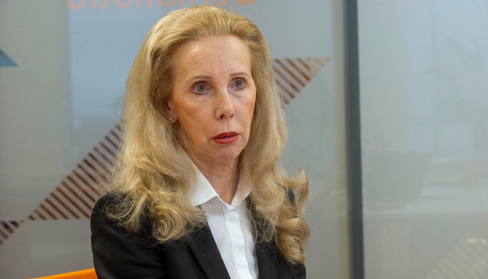 Kahtlustuse järgi pani Kersti Kracht rahandusministri nõuniku ameti tööle omaenda rahakoti heaks.