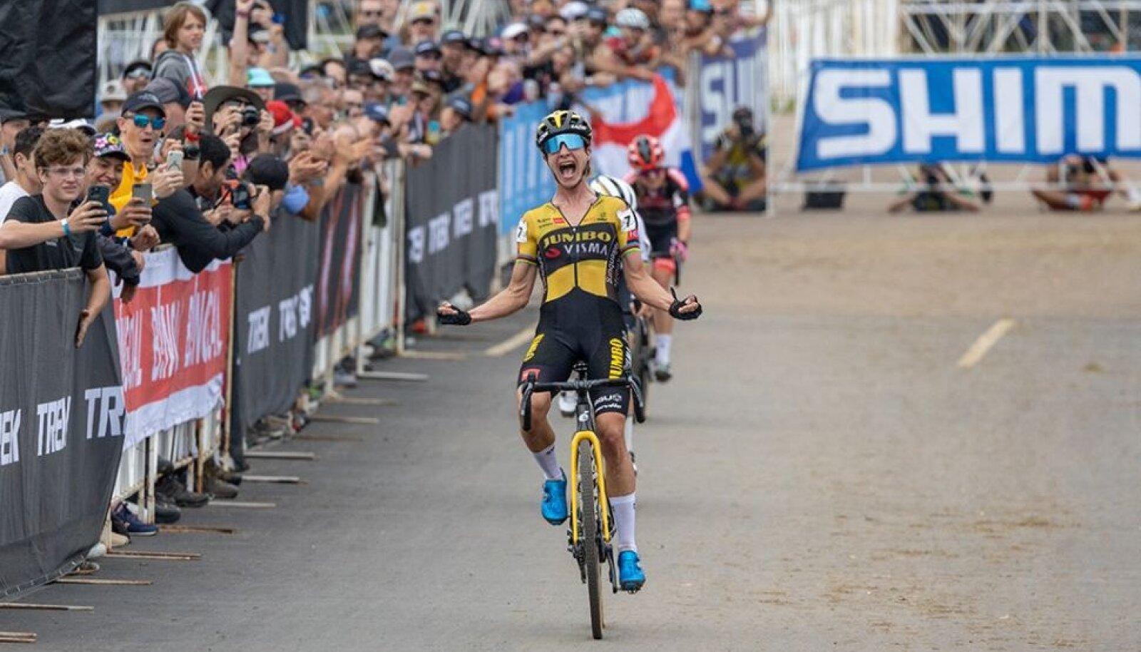Marianne Vos võitmas hooaja esimest cyclo-crossi MK-etappi