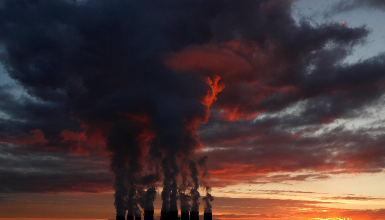 Башни электростанций, Дракс, Северный Йоркшир, Англия. 27.11.2020