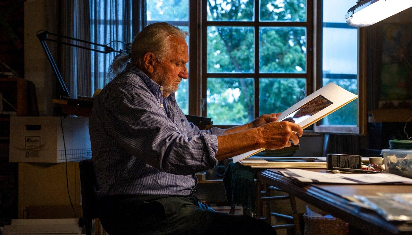KUNSTI ALGED: Firnhaberi kogus on enam kui 30 000 fotot esiaja kunstist maailma eri paigust.