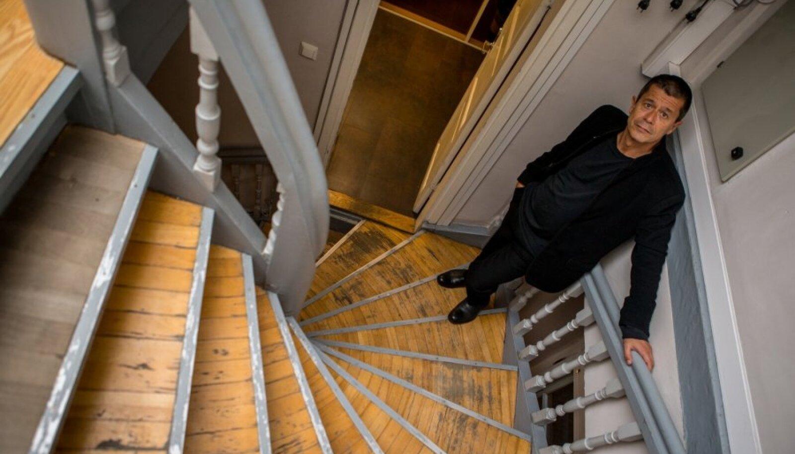 Emmanuel Carrère Prantsuse kultuurikeskuses, mille raamatukoguga ta tutvus.