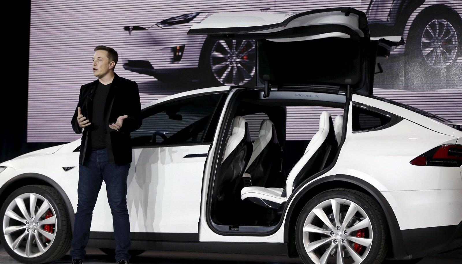 Tesla Motorsi juhatuse esimees Elon Musk Model Xi tutvustamas
